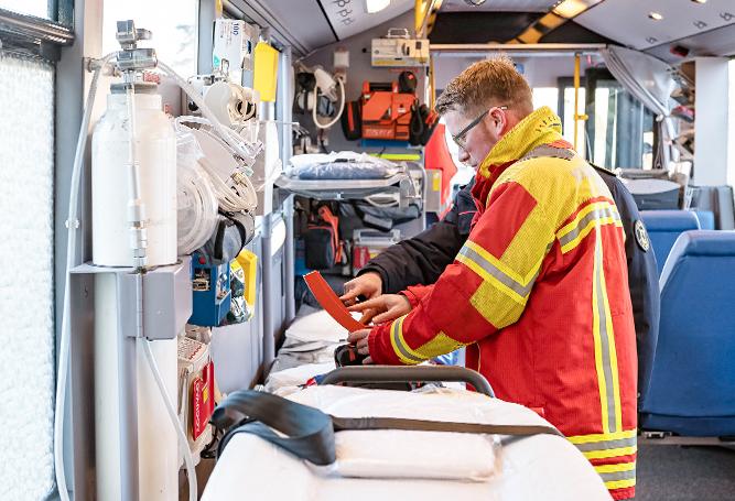 Gefahrenabwehrer Katastrophenschutz Großraumrettungswagen Bus Liegeplätze